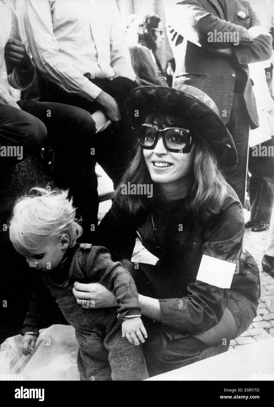 Actress Talitha Getty with son Tara - Stock Image