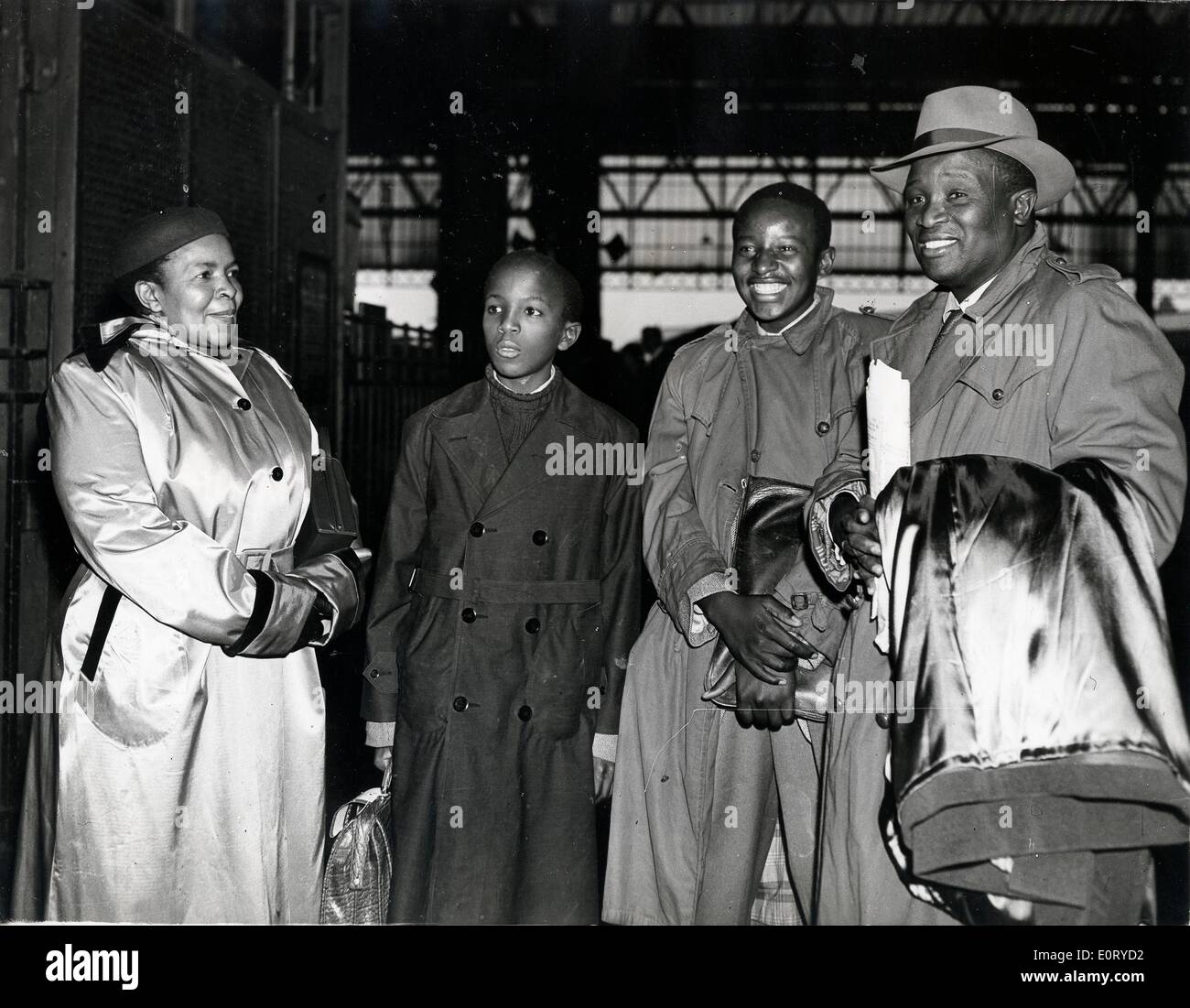 TSEKEDI KHAMA, regent of the Bamangwato, right. - Stock Image