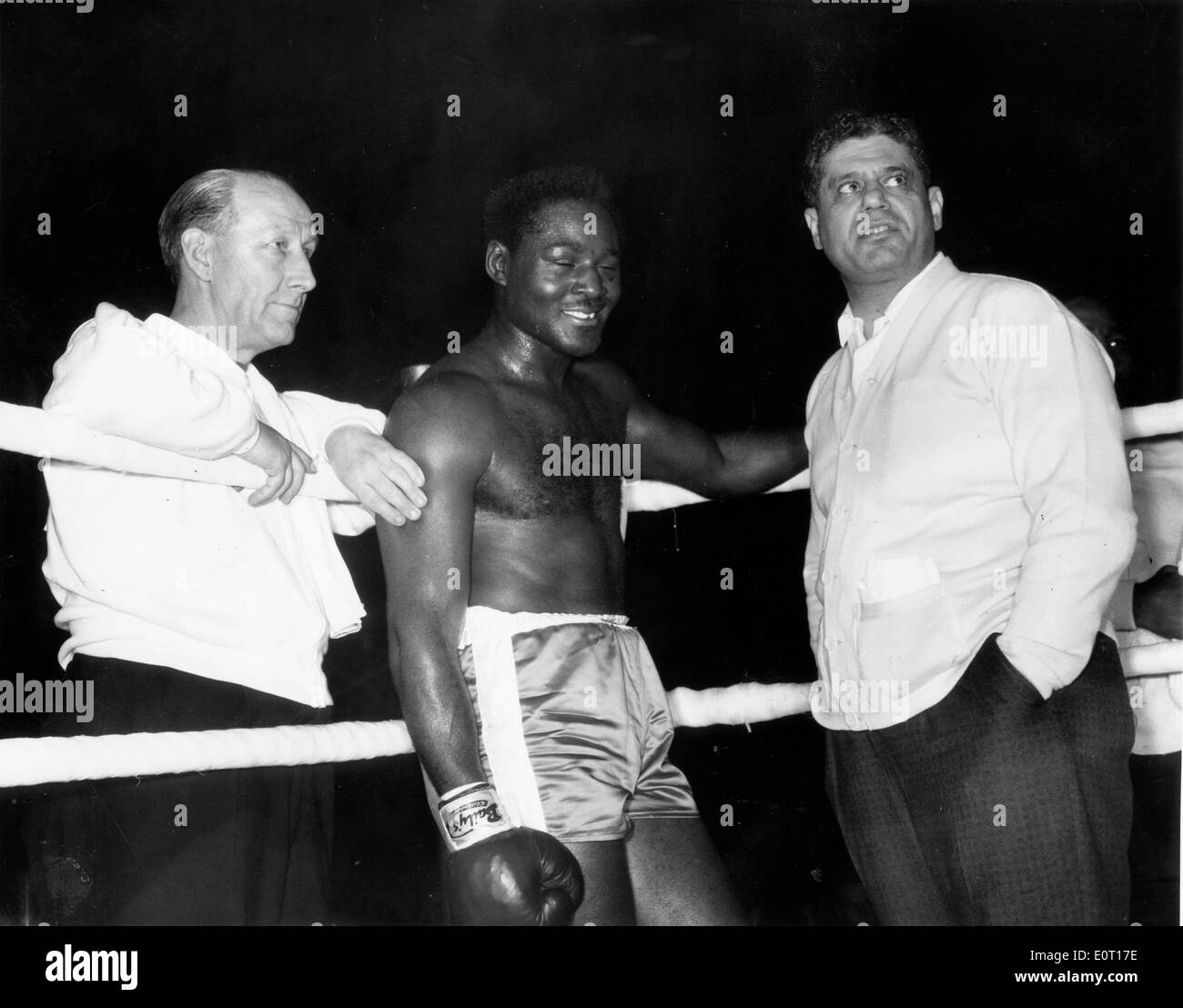 Boxer Ezzard Charles prepares for a fight - Stock Image