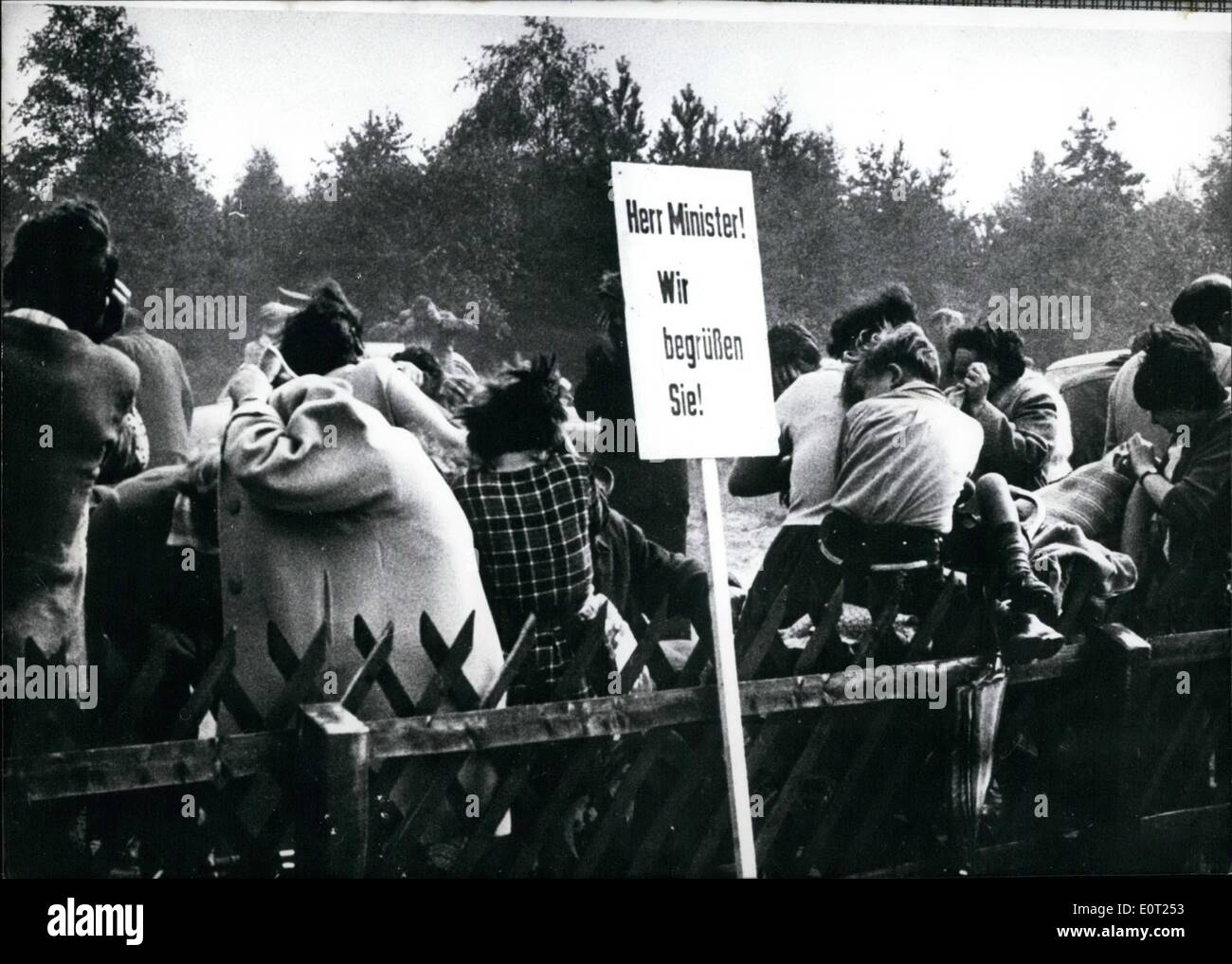 Jul. 07, 1960 - A peculiar welcome: The people who cam to welcome the Minister of Defence, Franz Josef Strauss STRAUSS in Stuc - Stock Image