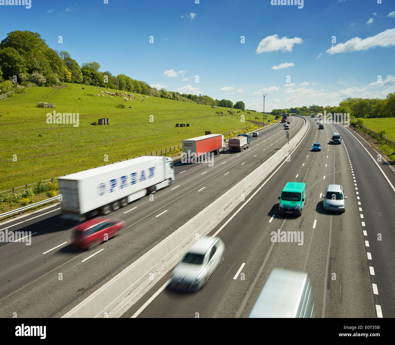 M25 cutting through the countryside at Redhill, Surrey. - Stock Image