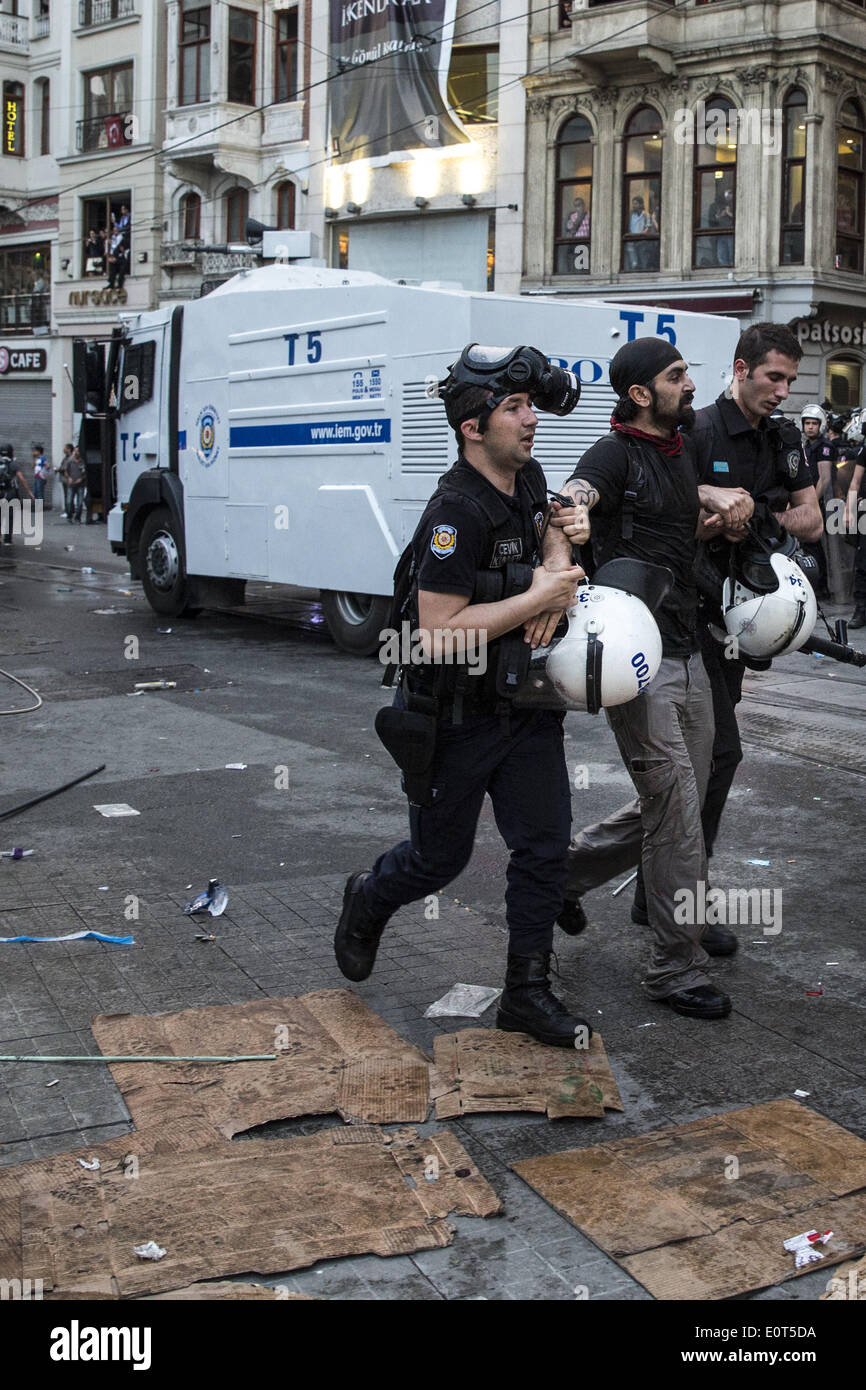 Istanbul, Turkey. 17th May, 2014. Police arrest a protesters in Istanbul on May 17, 2014. Anger has been mounting across the country regarding the government's handling and responsibility in the Soma mine accident, the worst in Turkey's history, which killed at least 300 miners. PHOTO BY JODI HILTON/NURPHOTO © Jodi Hilton/NurPhoto/ZUMAPRESS.com/Alamy Live News - Stock Image