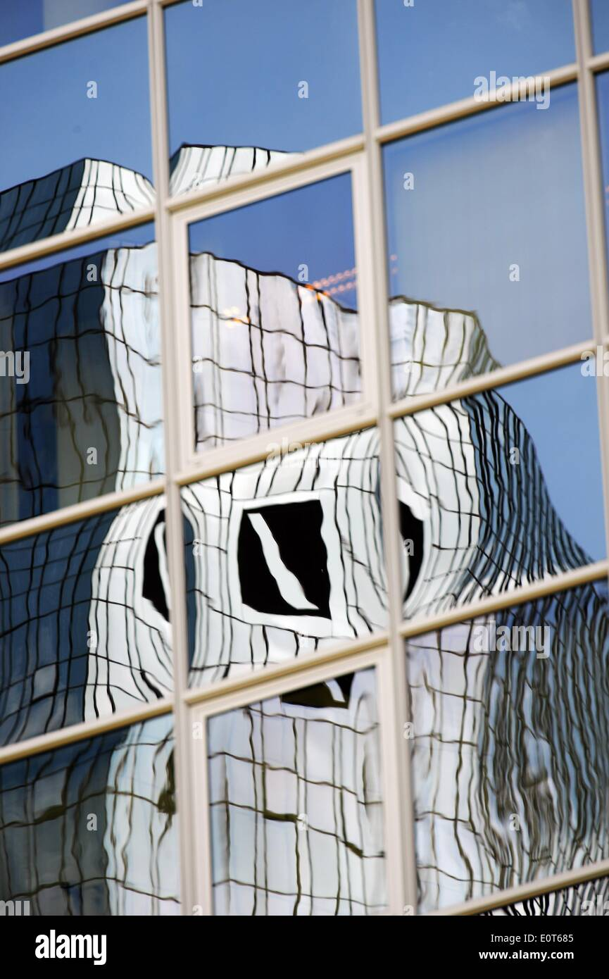 Frankfurt Main, Germany. 19th May, 2014. The logo of German global banking and financial services company Deutsche Bank AG at the company's headquarters appears as a warped mirror image in the facade of another skyscraper in Frankfurt Main, Germany, 19 May 2014. The bank intends to collect an additional eight billion euros with the second follow-on offering within about one year. Photo: ANDREAS ARNOLD/DPA/Alamy Live News - Stock Image