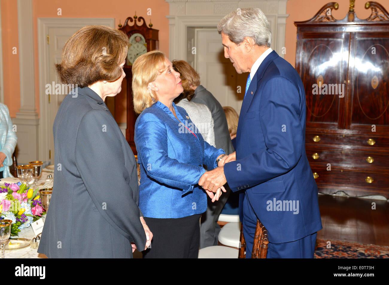 Secretary Kerry Greets Senator Landrieu - Stock Image