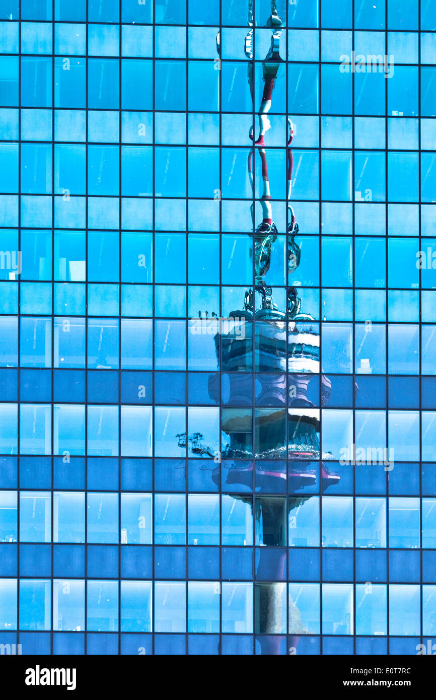 Spiegelung des Donauturms in Glasfassade - reflection of Danube Tower in glass facade - Stock Image