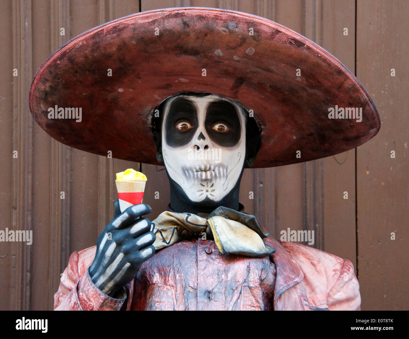 Close-up street mime artist dressed as Day of the Dead skeleton Guanajuato Mexico - Stock Image