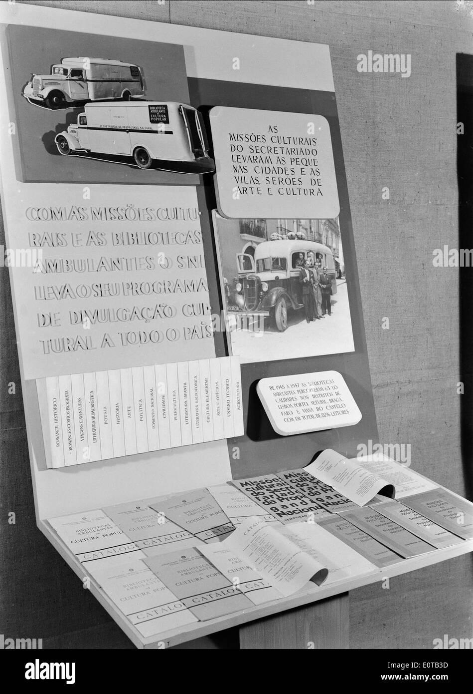 """Exposição """"14 anos de Política do Espírito"""", Lisboa, 1948 Stock Photo"""