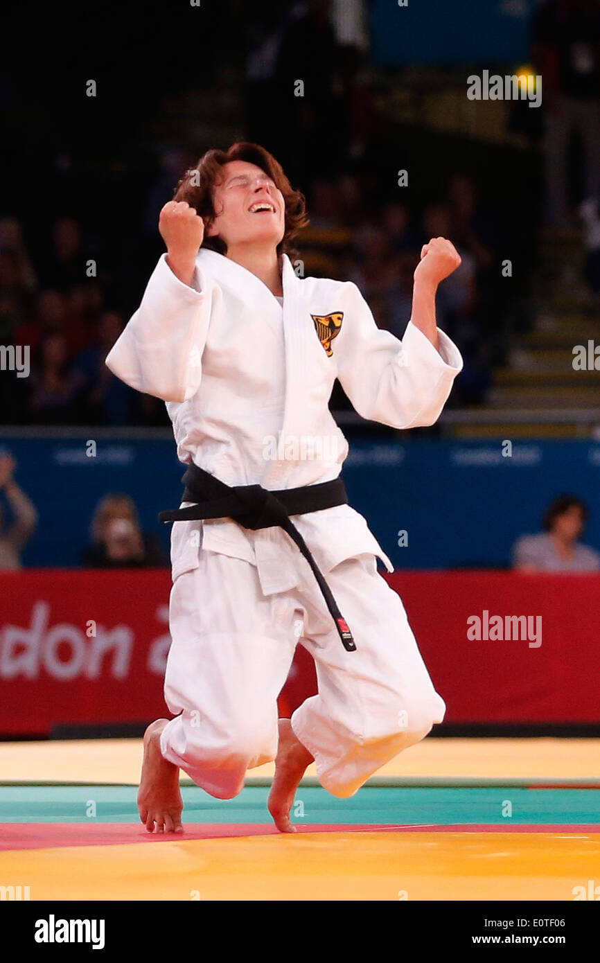 Carmen Brussing of Germany celebrates after she won the gold medal during the women's 48KG London 2012 Paralympic Games Judo competition in London, Britain, 30 August 2012. - Stock Image