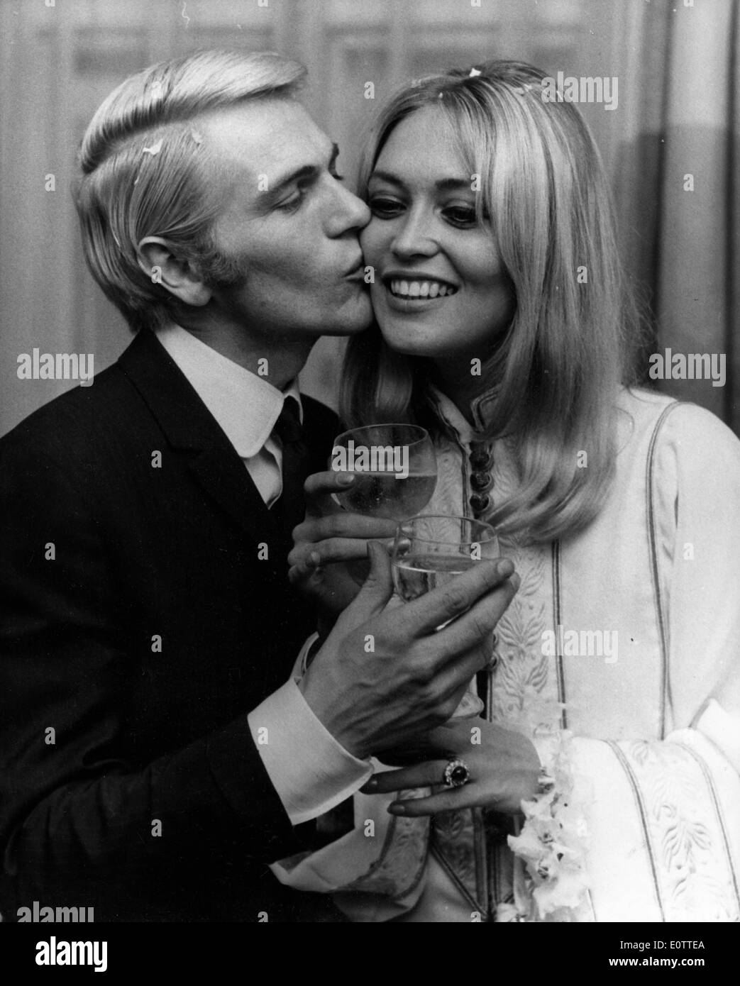 Actor Adam Faith kisses wife Jackie Irving - Stock Image