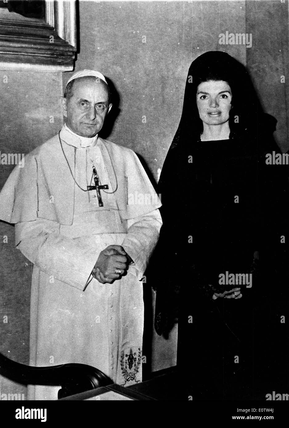Pope Paul Vl standing with First Lady Jackie Kennedy - Stock Image