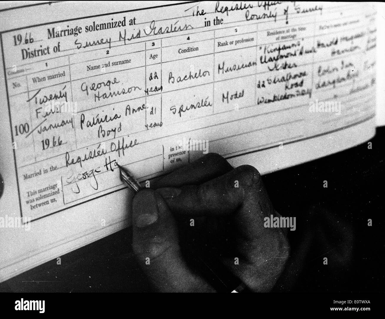 Beatle George Harrison signs marriage license - Stock Image