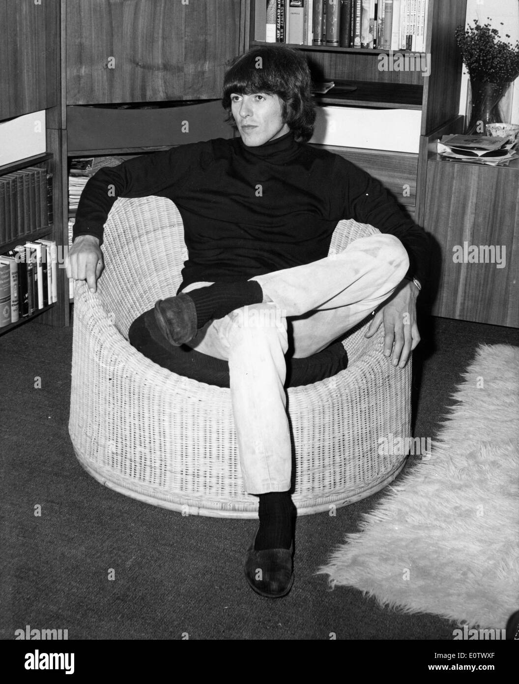 Beatle George Harrison relaxing in the living room - Stock Image