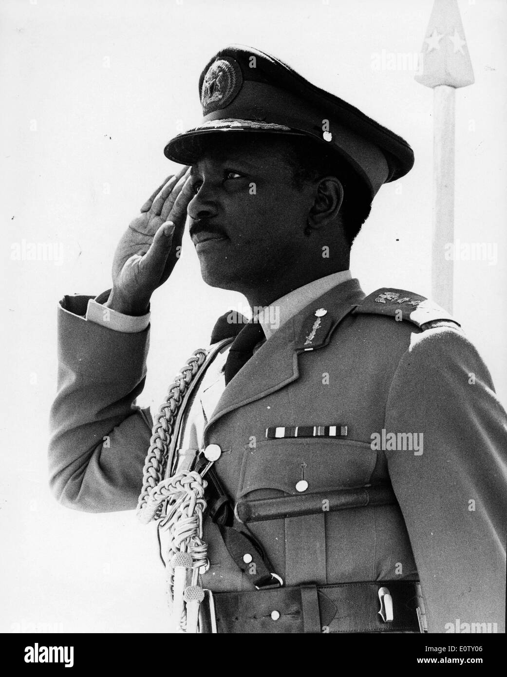 Head of State of Nigeria Yakubu Gowon standing at attention - Stock Image