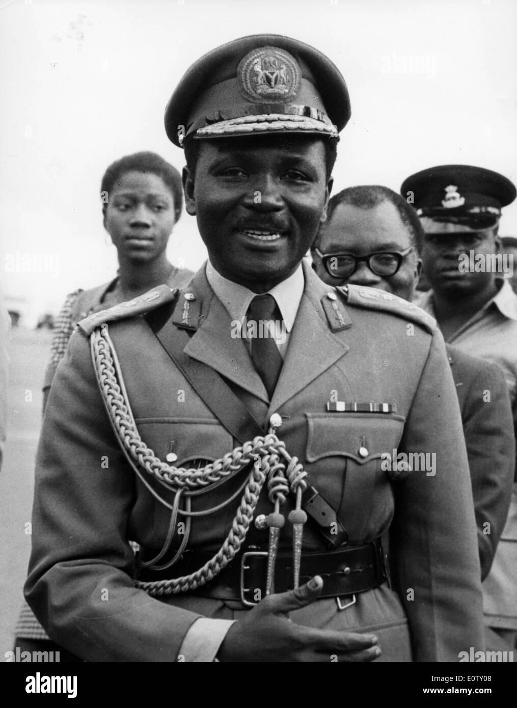 Head of State Yakubu Gowon walking in uniform - Stock Image