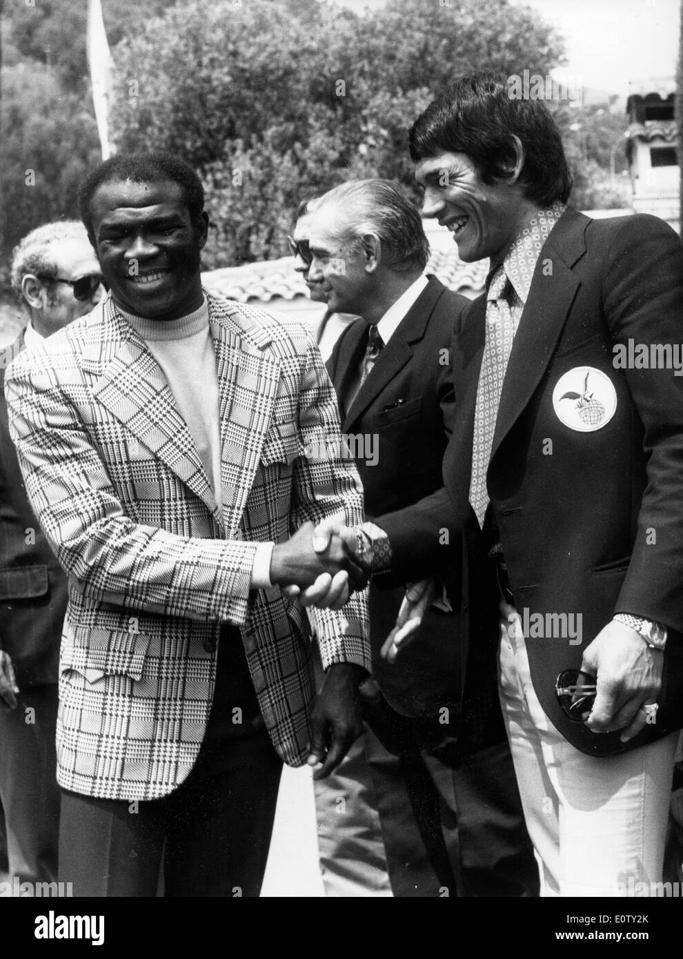 Boxer Emile Griffith shaking hands with another man - Stock Image