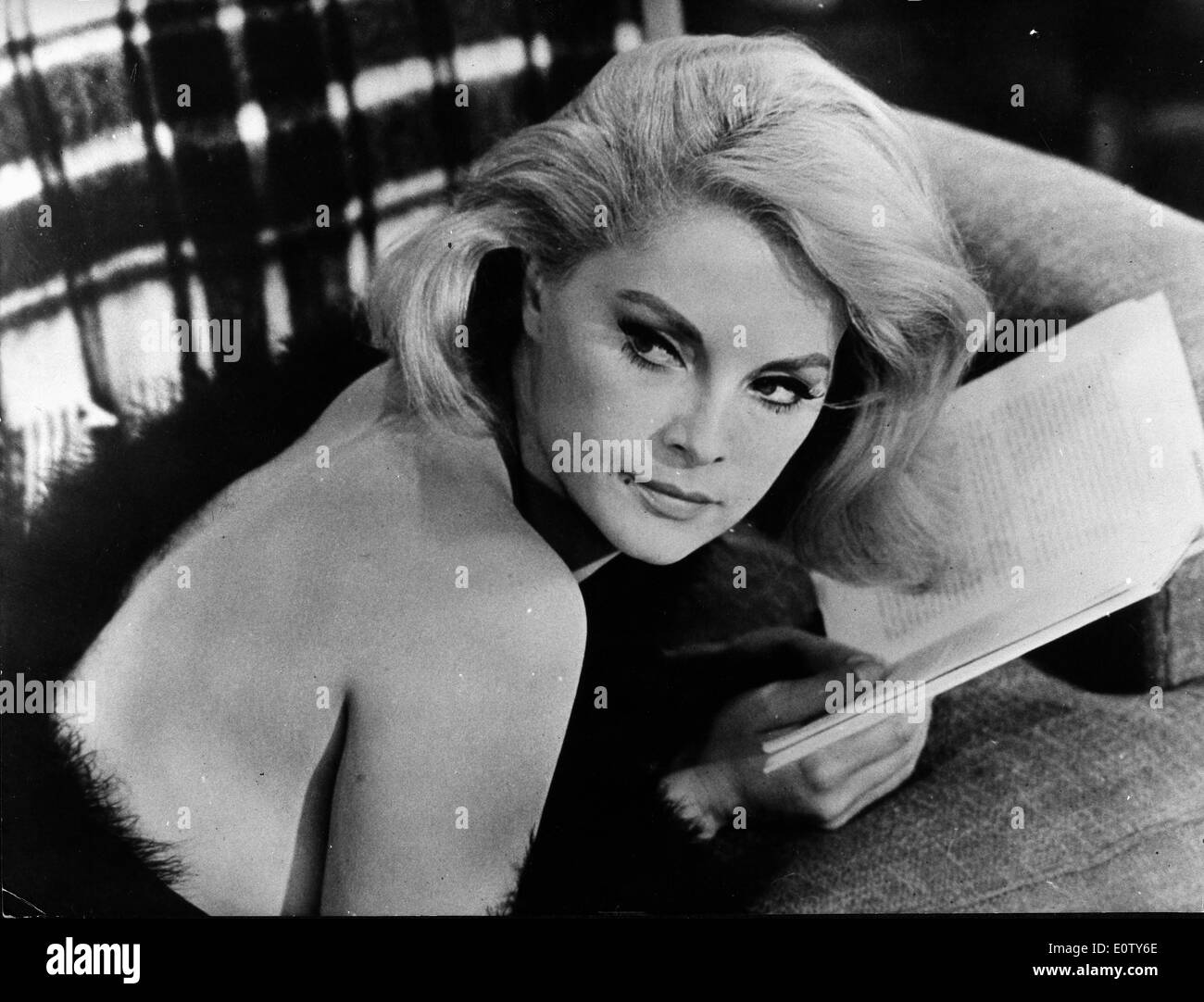 Actress Virna Lisi reading a book Stock Photo