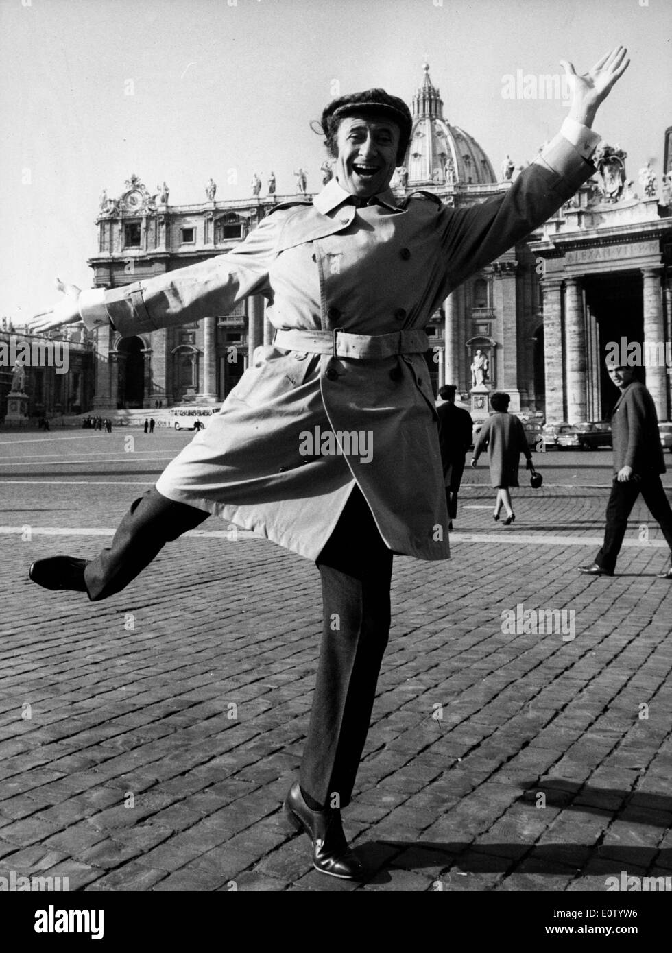 Marcel Marceau dancing in the streets of London - Stock Image