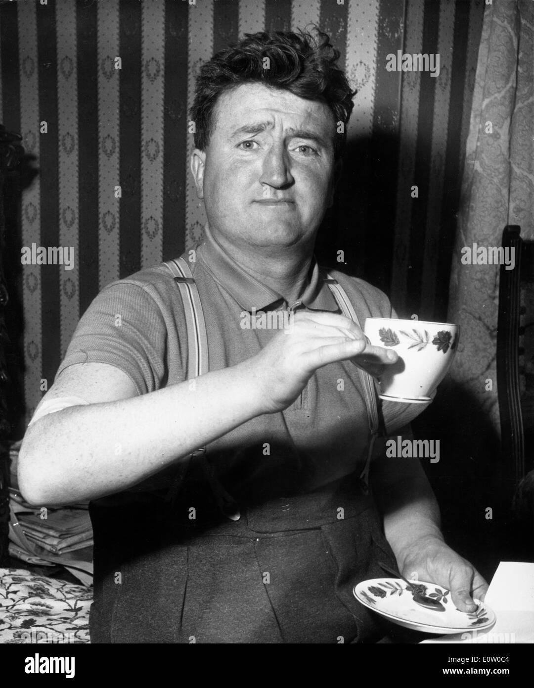 Irish writer Brendan Behan having a cup of tea - Stock Image