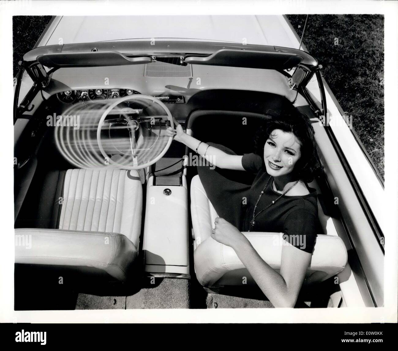 Oct. 14, 1960 - An exclusive engineering feature of the 1961 Thunderbird is the optional steering wheel and column - Stock Image