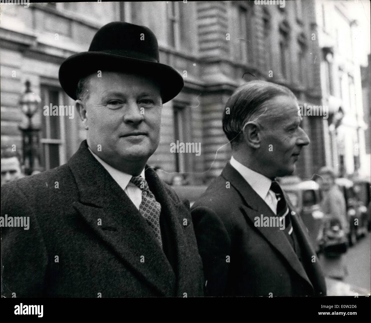 Feb. 02, 1961 - Spy charge case continues. Naval experts give evidence.: The Hearing continued at Bow Street yesterday in which - Stock Image