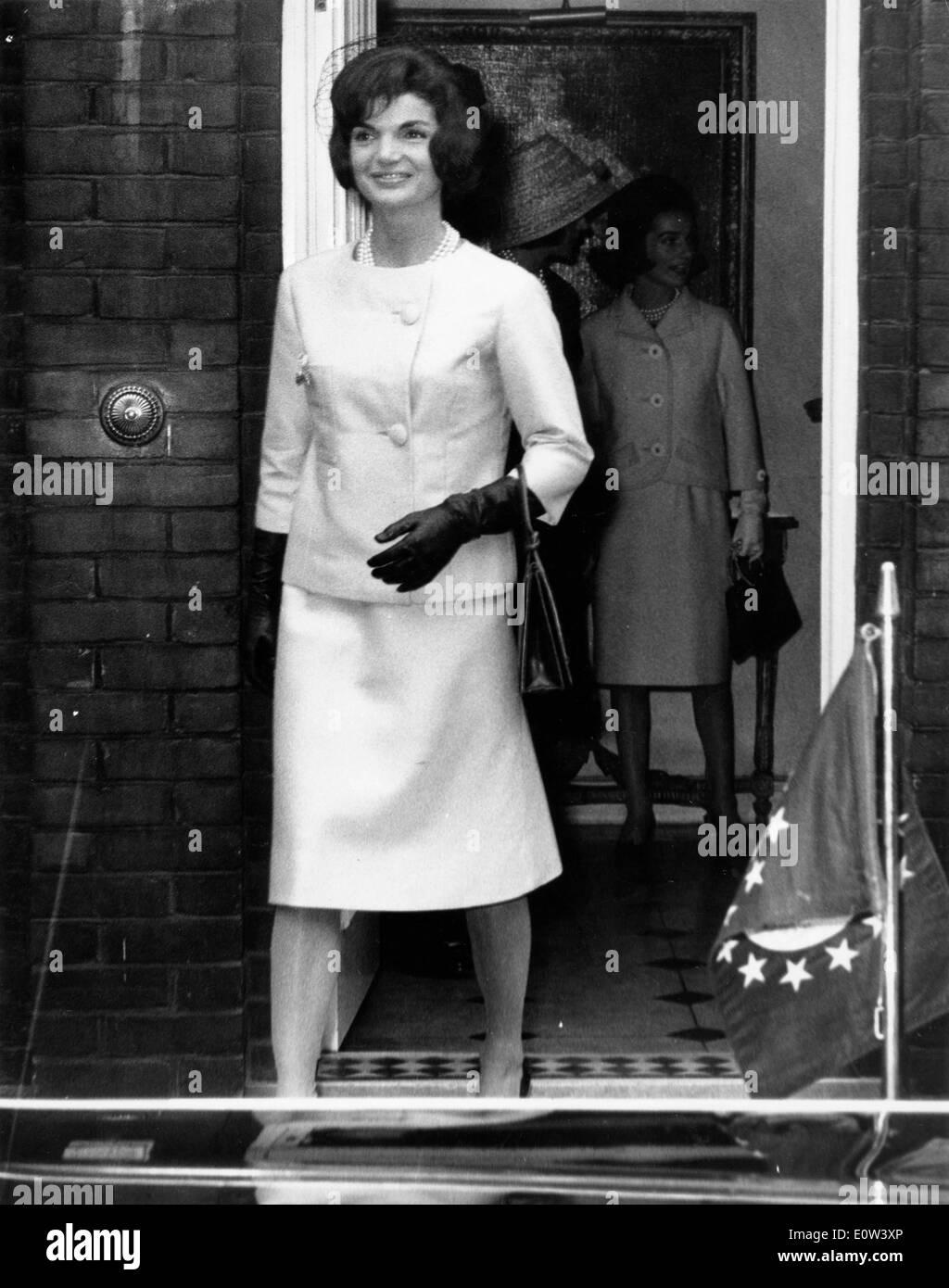 First Lady Jacqueline Kennedy leaving Buckingham Palace - Stock Image