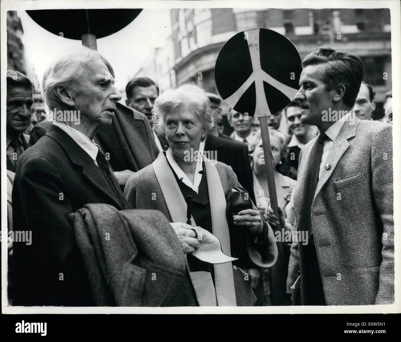 Sep. 09, 1961 - LORD RUSSELL SENT TO JAII...FOR INCITING PUBLIC TO TAKE PART IN SIT DOWN DEMONSTRATION AGAINST' NUCLEAR WEAPONS. Earl Russell the 89 year old philosopher was today jailed for seven days at Bow Street for inciting the public to take Pert in sit down demonstration in Parliament Square next Sunday in protest against nuclear weapons,. The magistrate MR - Stock Image