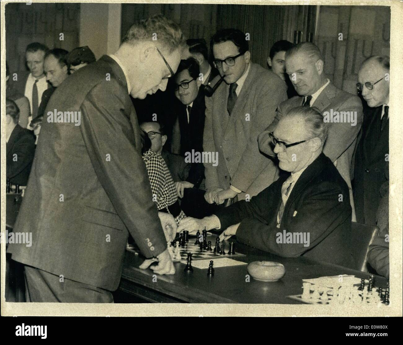 Jan. 01, 1962 - THE LORD MAYOR OF LONDON PLAYS AGAINST THE WORLD CHESS CHAMPION IN SIMULTANEOUS CBES MATCH The world chess champion, Russia, 50 year old MIKHAIL BOTVINNIK, today played a simultaneous exhibition chose match against twenty opponents, including RIR FREDERICK HOARE, the Lord Mayor of London, at the London University. Botvinnik recently won the premiers tournament of the Haetinge Chess Congress - Stock Image