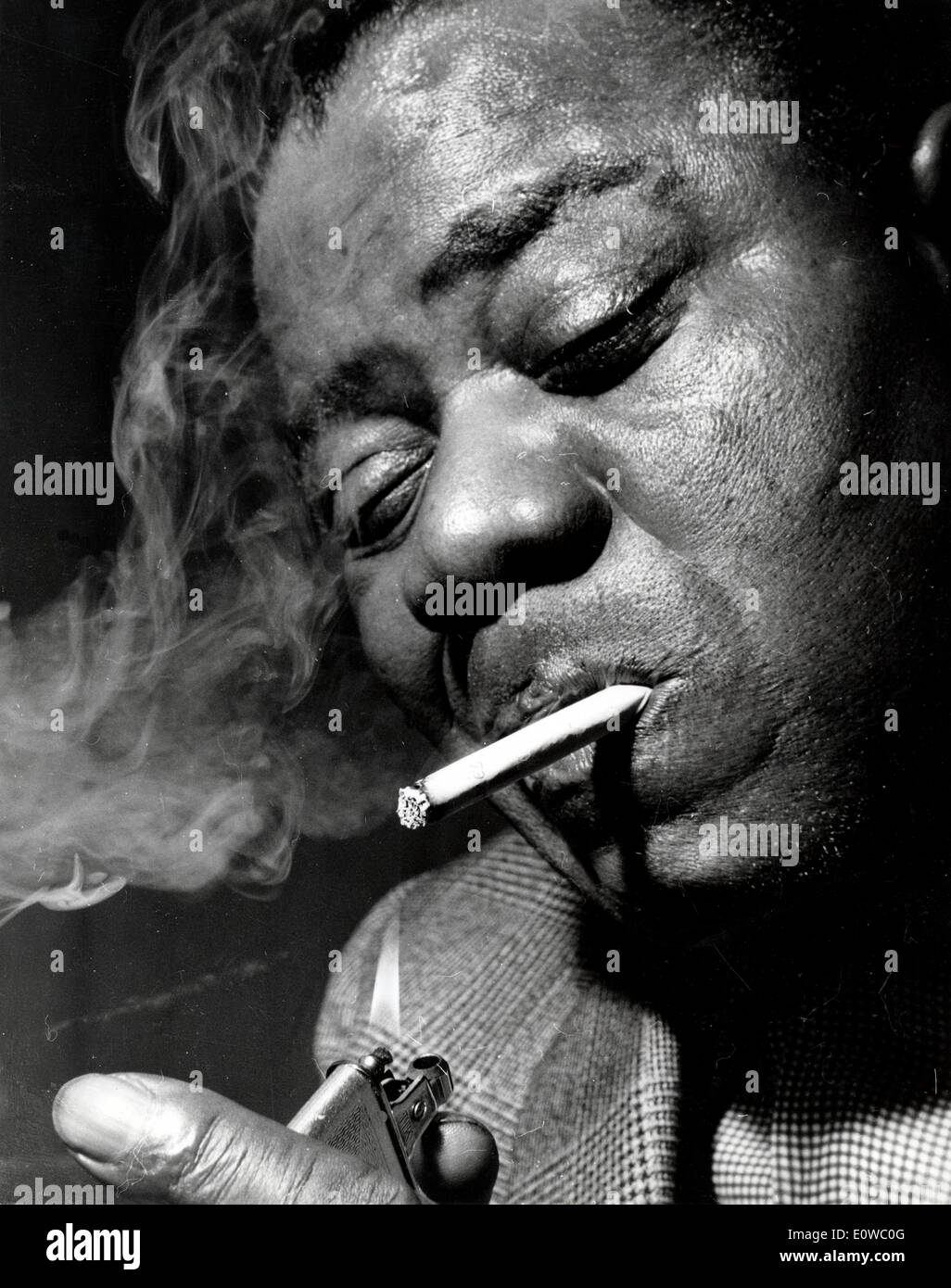 Louis Armstrong lighting a cigarette & Louis Armstrong lighting a cigarette Stock Photo: 69399696 - Alamy