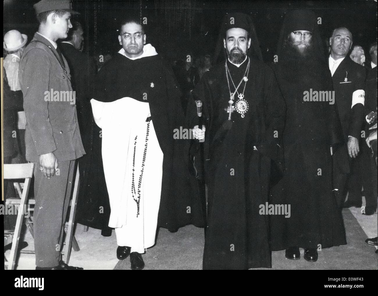 Aug. 08, 1962 - The 79th German Catholic Day; was opened with afestive arrangement by the tract of land for exhibition into Hannover., 20,000 peoples was witness of this hour of rest. Under that was 50 Bishops, cardinals and abbots from the inland and foreign country, diplomats and members of the German confederacy government. Photo Shows left the Erzbishop of Jerusalem, Abou Saada and right the Erzbishop of Damaskus, Tavil. - Stock Image