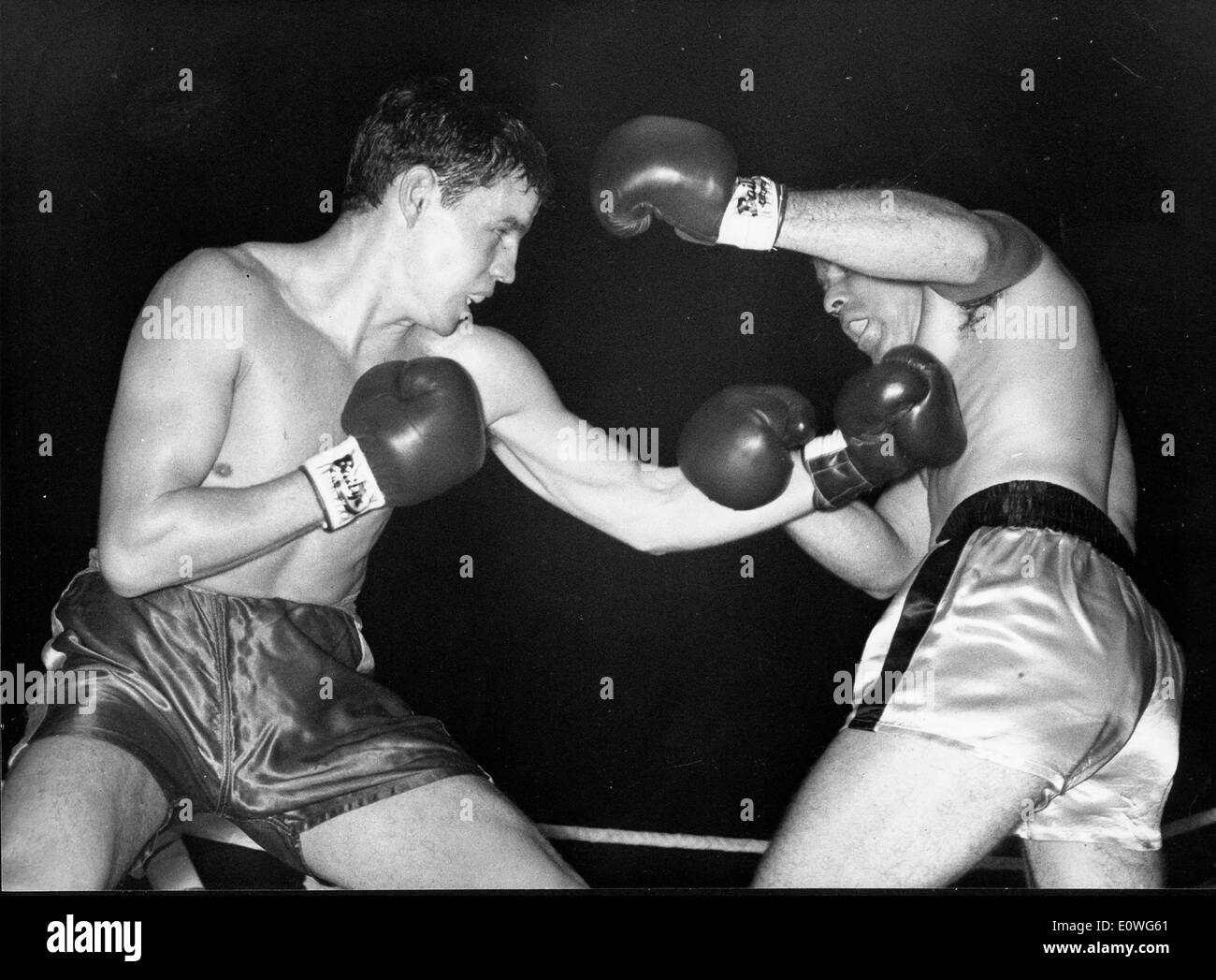 Boxers Terry Downes and Phil Moyer face off at Wembley - Stock Image