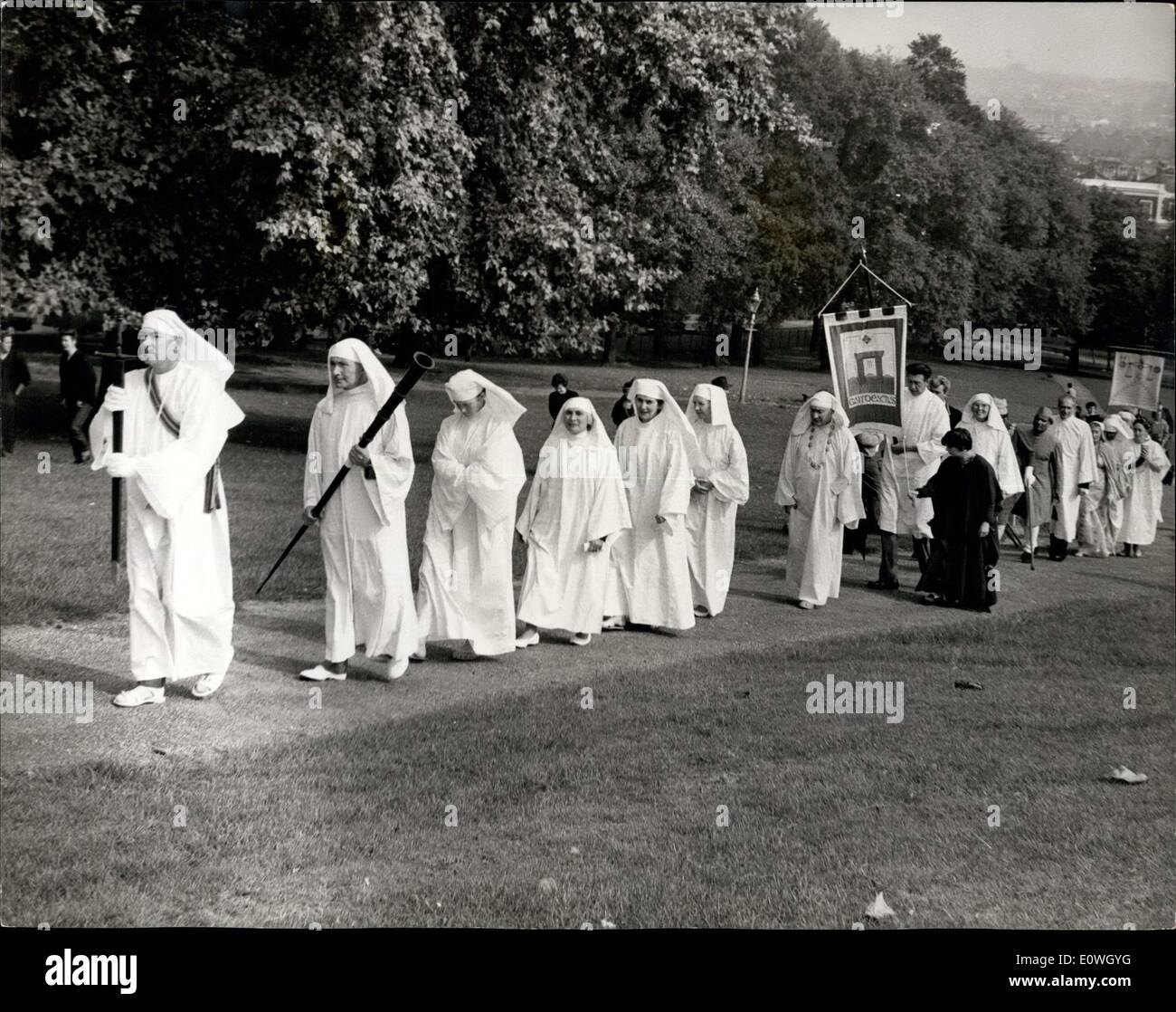 Sep. 23, 1962 - DRUIDS OBSERVE THE AUTUMNAL EQUINOX CEREMONY ON PRIMROSE HILL: The annual assembly of members and friends of the Druid Order (A.D.U.B.) was held today on Primrose Hill, Regent's Park, London, to observe the Autumnal Equinox. Photo Shows. The procession of Druids and friends move up the hill for the ancient ceremony today. - Stock Image