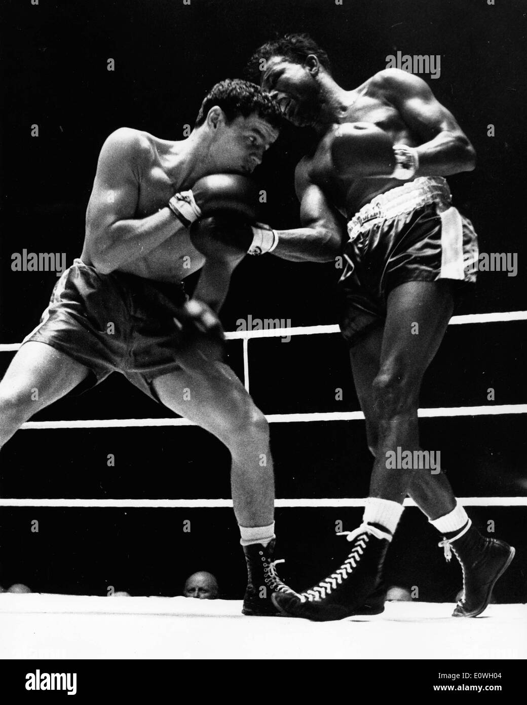 Boxer 'Sugar' Ray Robinson fighting Terry Downes at Wembley - Stock Image