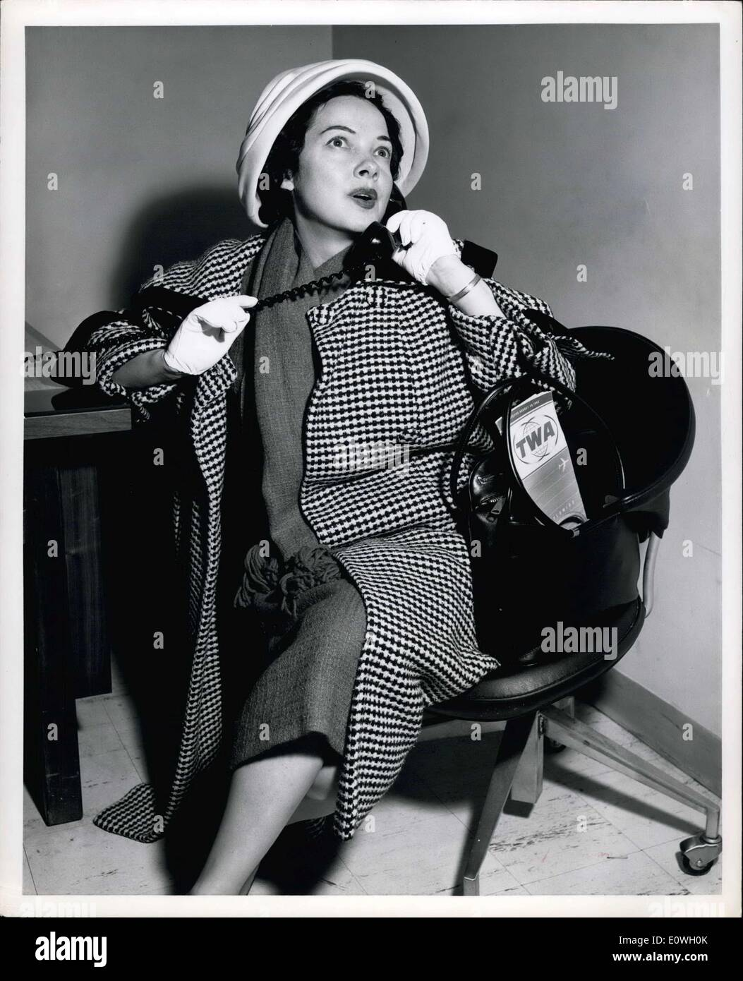 Sep. 28, 1962 - New York International Airport.... Actress Kathryn Grayson catches up on her phone calls after arriving by TWA Starscream from Los Angeles. Shw will take over the lead role in the Broadway hit musical ''Camelot' - Stock Image
