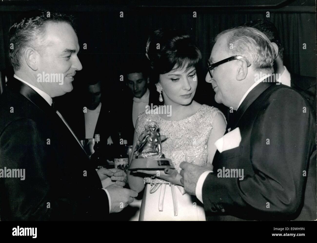 3rd Prince Stock Photos Images Alamy Silver Queen Montes 50g 20 1963 Lollobrigida Presented The Awards At Monte Carlo