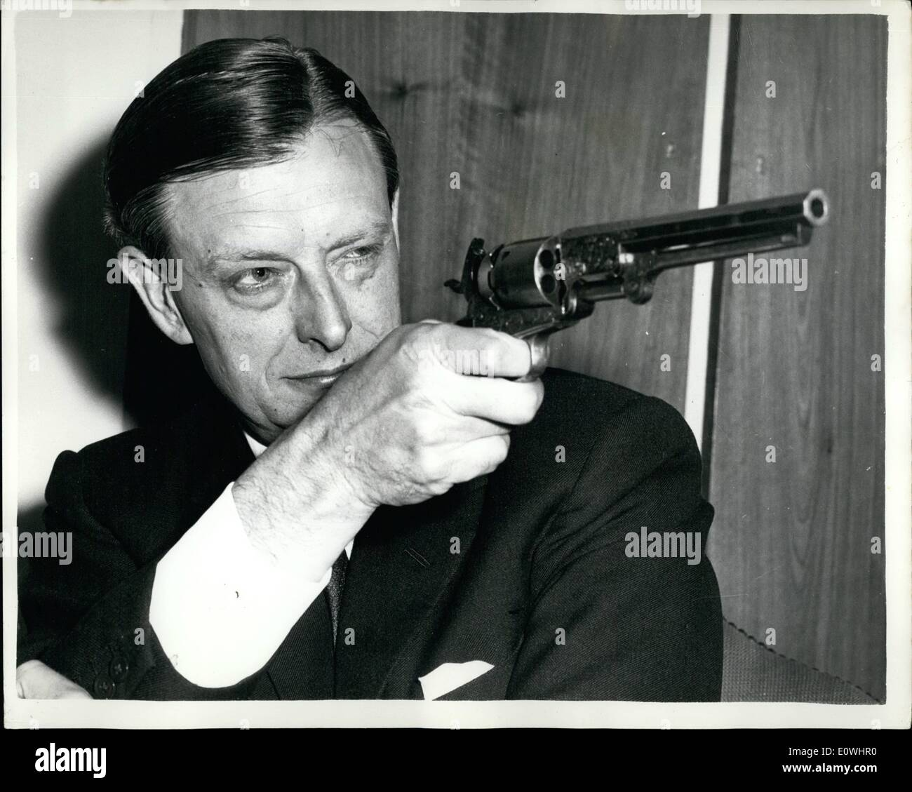 May 05, 1963 - Monty of the flying squad becomes Jim Hardie of wells Fargo' : Ex-Detective inspector Leonard ''Monty'' Mountford of Scotland yard's flying squad, has taken on a new job in security at American express, the firm founded by wells Fargo 113 years ago. In the TV ''Wells Fergo'' programme,. the character Jim Hardie is in charge of security in the wild west. unlike Jim Hardie, Mr - Stock Image