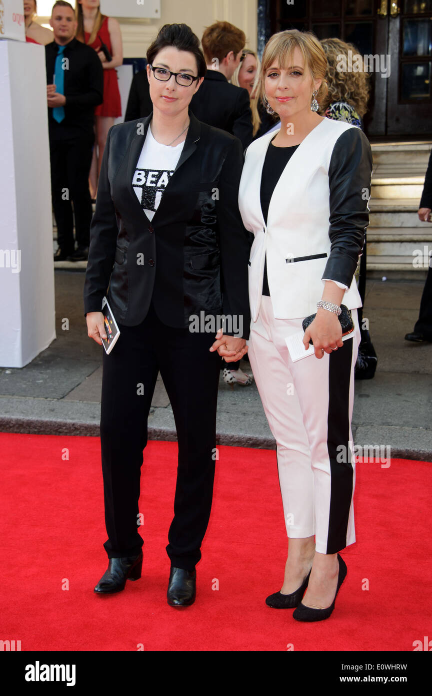 Sue Perkins and Mel Giedroyc arrive for the British Academy Television Awards. - Stock Image