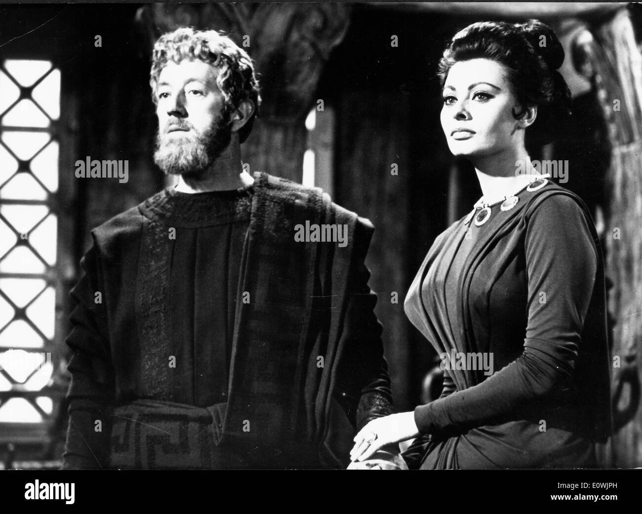 Sophia Loren and Alec Guinness in 'The Fall of the Roman Empire' - Stock Image