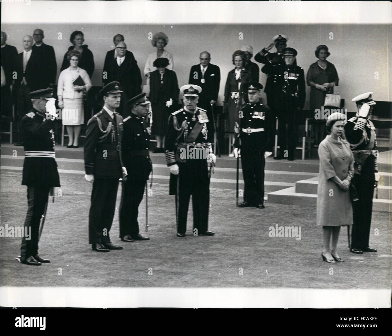 Jul. 07, 1963 - Royals in the Isle of Wight. The Right and Wrongs of a Royal Salute: The question is: do you salute if you are in uniform and the National Anthem is being played? Prince Philip knows the protocol, of course. Unhesitatingly his right hank snapped up as a band sounded the first note when the Queen arrived at Carisbrooke Castle, Isle of Wight, yesterday. Lord Mountbatten was equally expert. He unhesitatingly kept his hand by his side - Stock Image