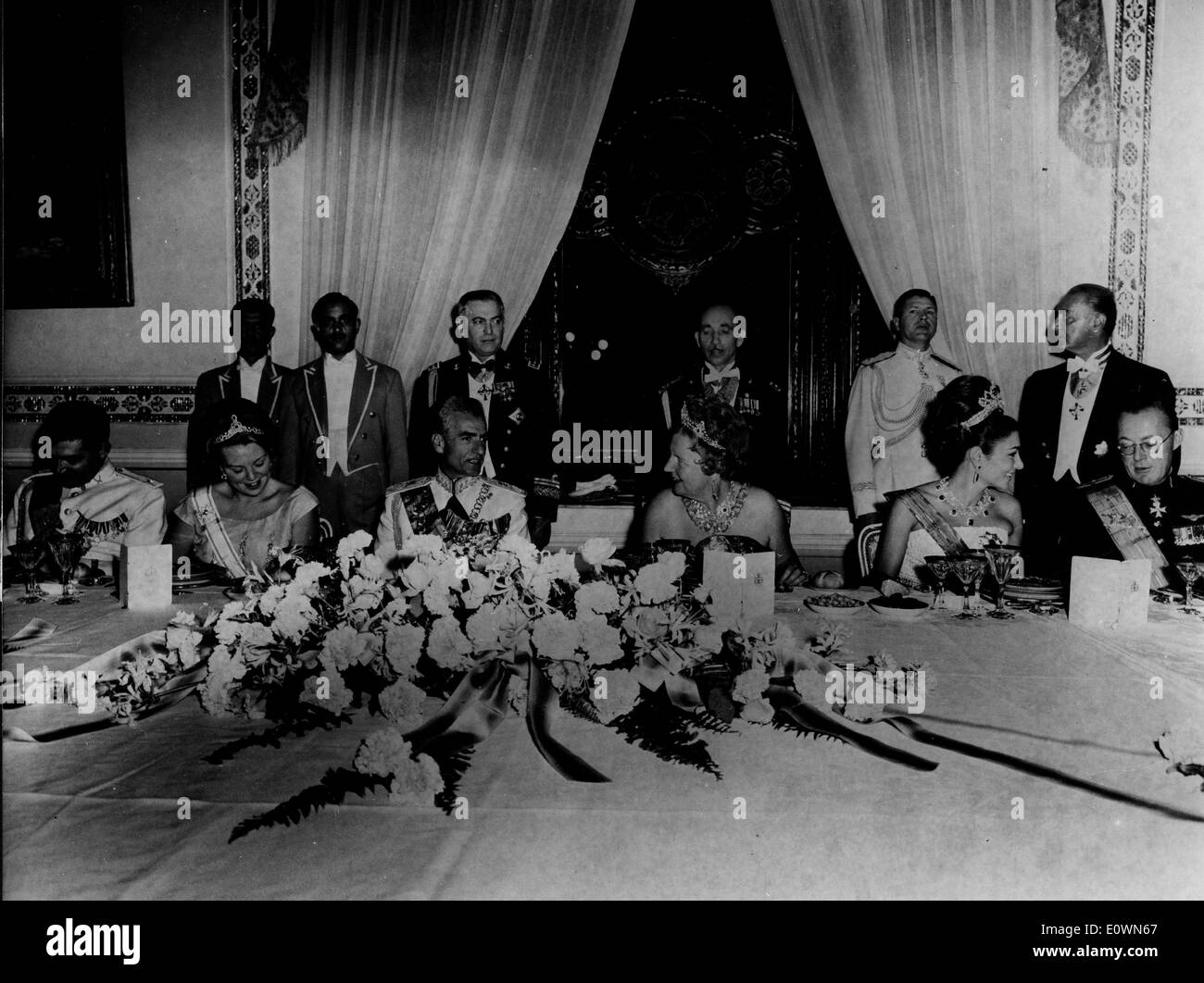 Queen Juliana and family at dinner with Iran royalty - Stock Image