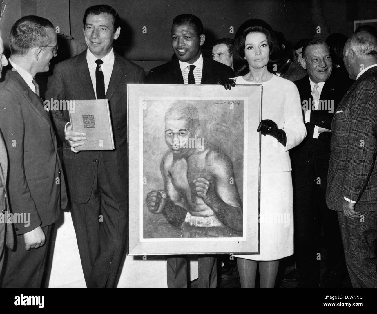 Sugar Ray Robinson receiving a portrait from actor Yves Montand - Stock Image