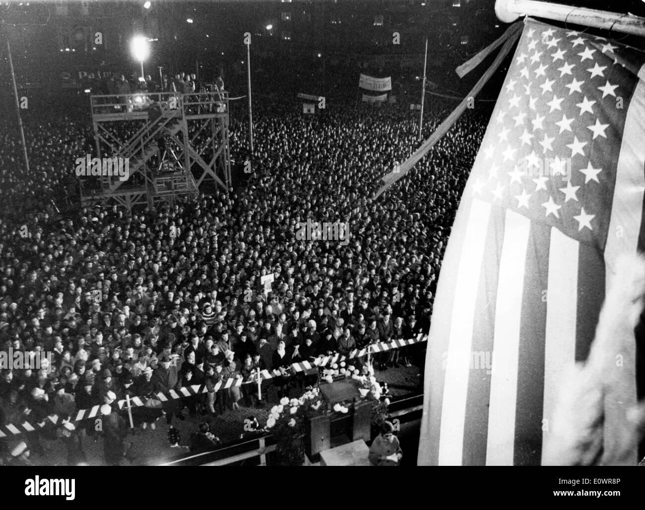 Berlin citizens honor memory of JFK - Stock Image
