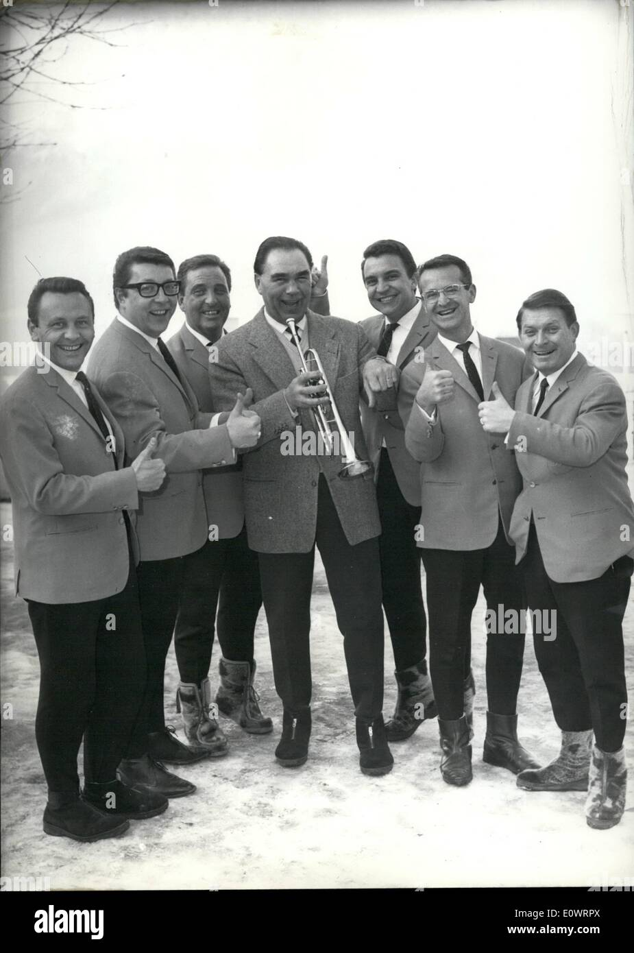 Feb. 02, 1964 - Olympic Winter games Innsbruck 1964: Ex-German boxing-champion between visitors of the games. Schmeling in the middle of Swiss-Jazzgroup hasy Osterwald (secohnd pightre form Schmeling with spectcles) ''Max'' likes always to do jokes to day he tries to play trompet, it is naturally not easy for a sportsman. - Stock Image