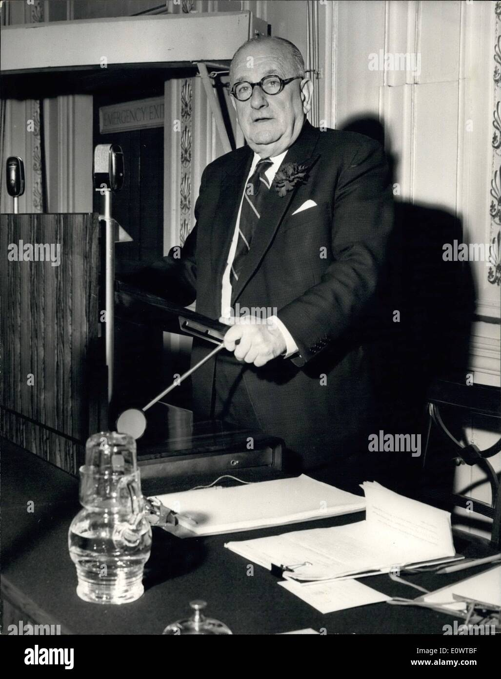 Feb. 26, 1964 - 26.2.64 Herbert Wilcox addresses the conference. The guest speaker at the Conference of the Royal - Stock Image