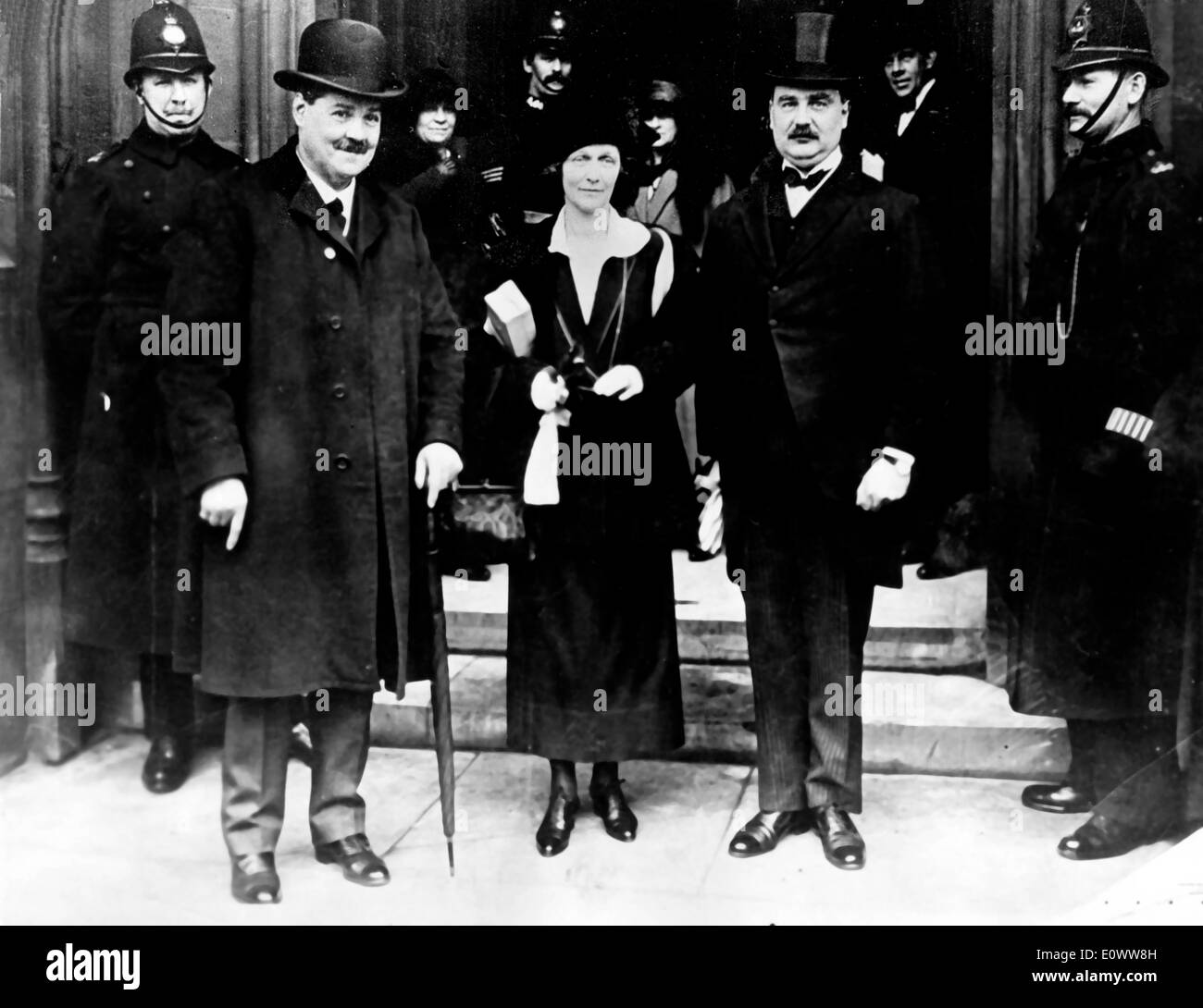 Lady Nancy Astor arrives at House of Commons - Stock Image