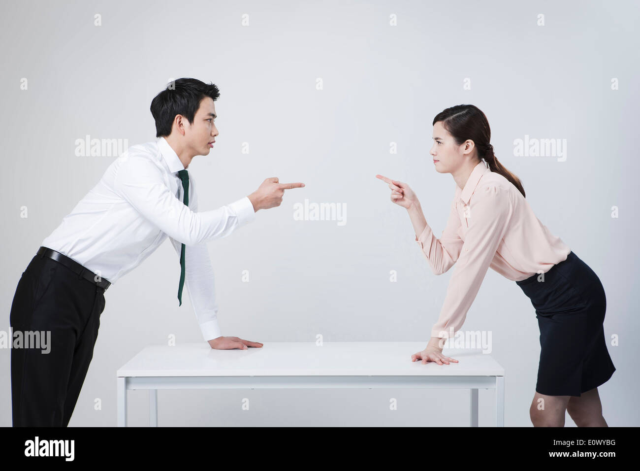 two business people arguing Stock Photo: 69411764 - Alamy