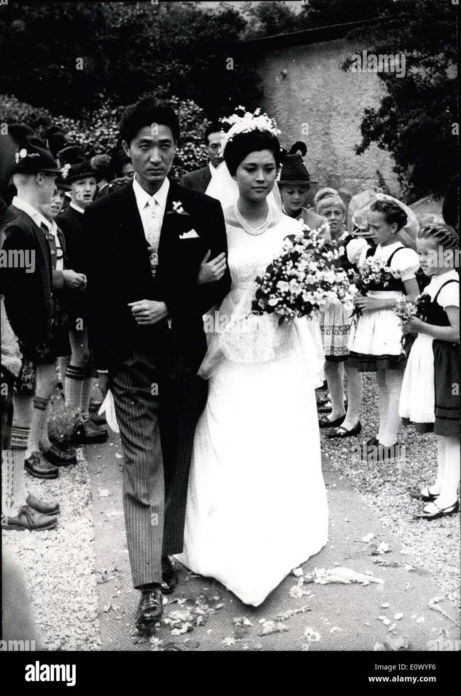 Jun. 22, 1964 - Japanese Wedding in Bavaria: On June 21st the favorite Japanese film star Mariko Okada (Marko Okada) married the ''also Asiatic'' film producer Yoshishige Yoshida (Yoshishige Yoshida) in Aschau (Aschau) / Bavaria. In connection of the film festival in Cannes 1964 in the film beauty was distinguished for the best female production (''Women in the Sand). Other similar distinction she has got in her homeland Japan. Also in Japan the film producer Yoshida succeeded with several films. His most well known work ''Nippon Dasshatsu'' - Stock Image