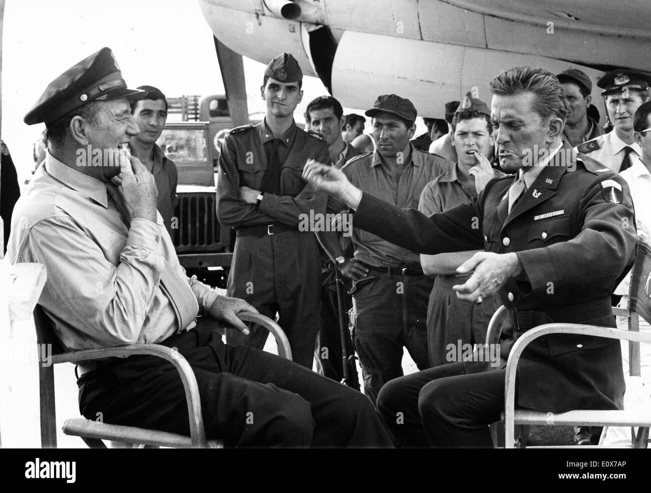 Actors Kirk Douglas and John Wayne co-star in film - Stock Image