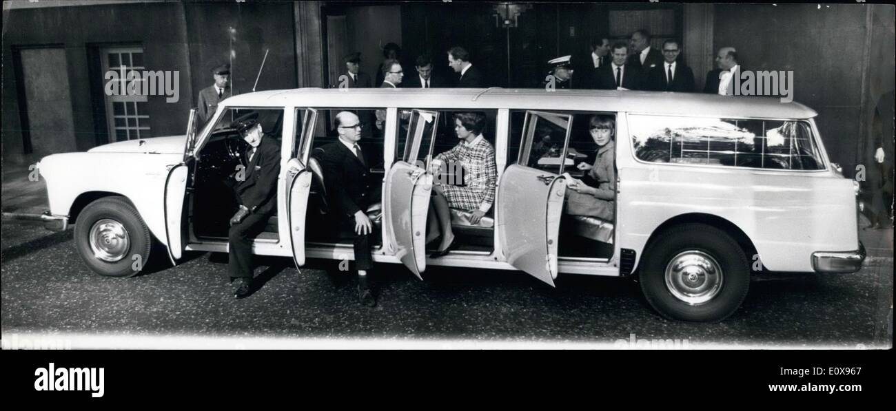 Oct. 10, 1965 - The World's Longest Car makes Its Début In London Checker Aerocar Eight Door And Seats 12 Stock Photo