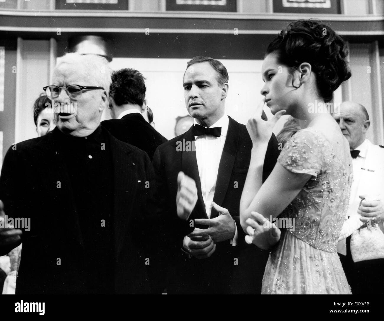 Charlie Chaplin directing a film starring Marlon Brando and his daughter Geraldine - Stock Image