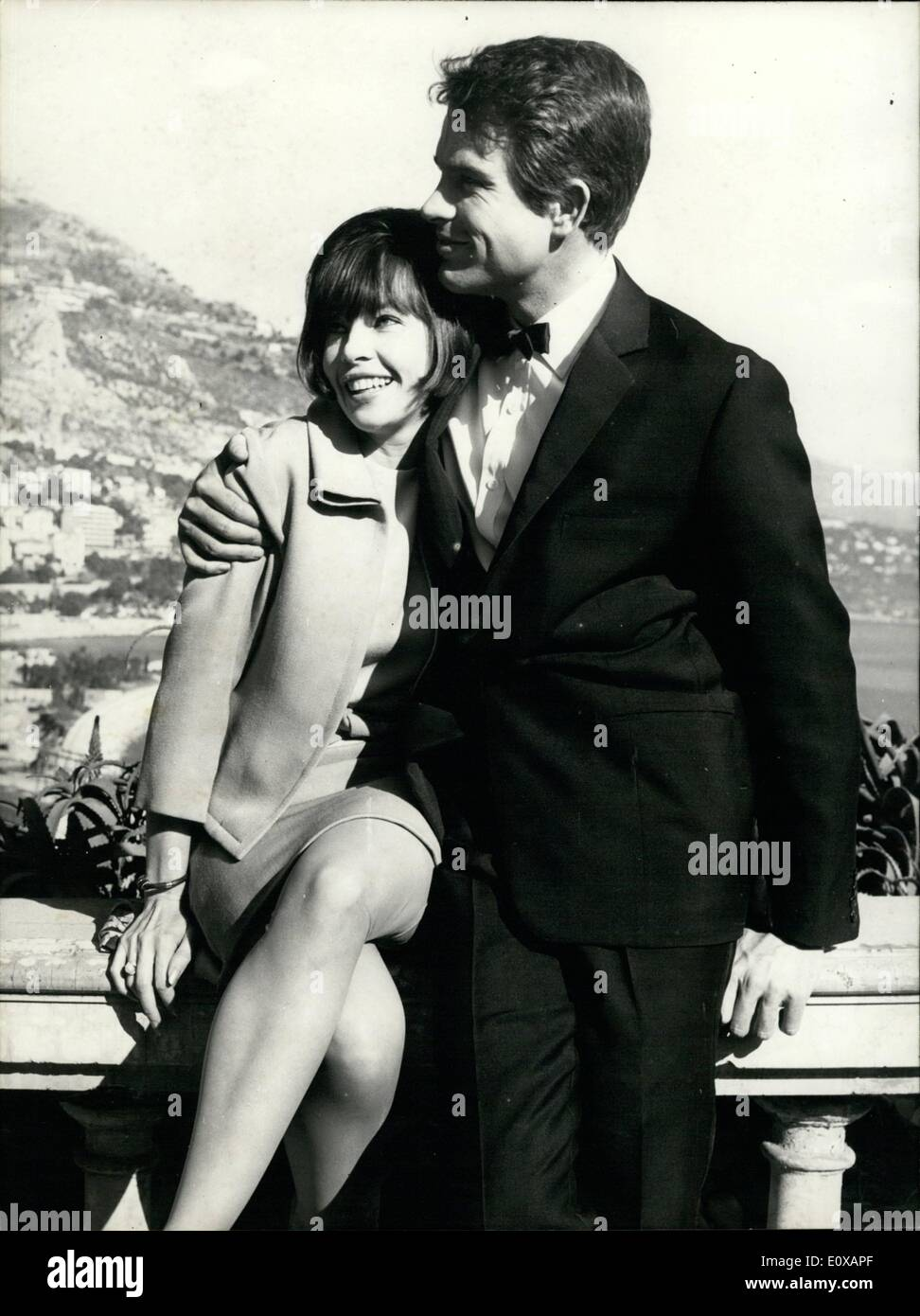 Jan. 01, 1966 - 4) Leslie Caron pictured with Warren Beatty on month Carlo Terrrasse Cverlocking the bay. - Stock Image